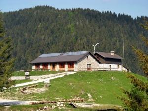 """Valpore: centro didattico ambientale """"aula verde"""" e casa per ferie sul Monte Grappa"""